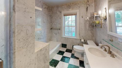 25-Cedar-Ln-Bathroom(1)