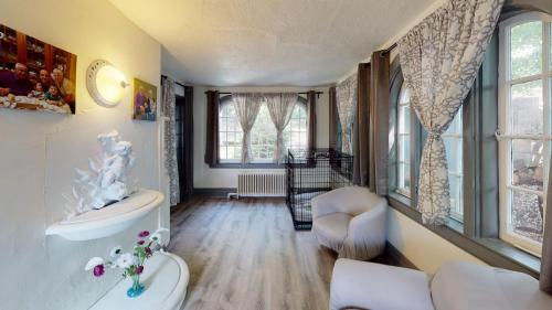 25-Cedar-Ln-Bedroom(1)